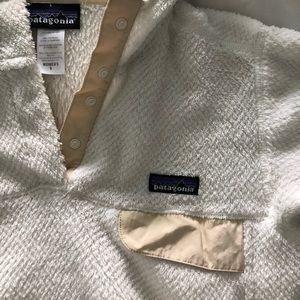 Patagonia Tops - Women's Patagonia hooded fleece